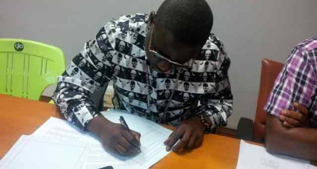 "Wande Coal Signs Endorsement Deal With Globacom After Split With Formal Label ""Mavin"""